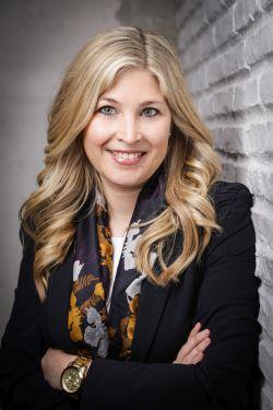 Prof. Dr. Janine Maniora
