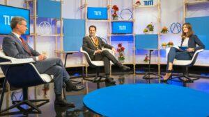 Präsident Thomas F. Hofmann diskutierte mit Wissenschaftsminister Bernd Sibler (l.) über die geplante Hochschulreform, moderiert von Studentin Silja Wöhrle.