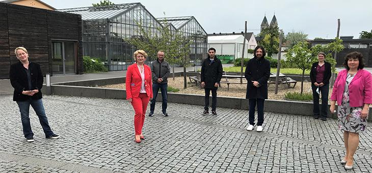 Mitglieder von SPD, KoNaRo und TUMCS auf dem KoNaRo-Gelände